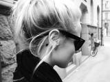 блондинки фото со спины черно белые